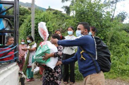 रेडियाे मिसनकाे पहलमा हेलम्बुमा राहत वितरण