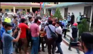 राहतमा राजनीति: ओली र नेपाल समूहबीच झडपले पीडितले पाएनन् राहत (भिडियो)
