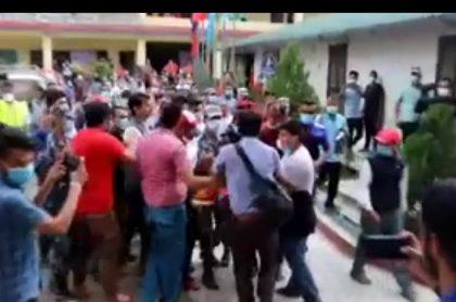 राहतमा राजनीति: ओली र नेपाल समूहबीच झडपले पीडितले पाएनन् राहत…