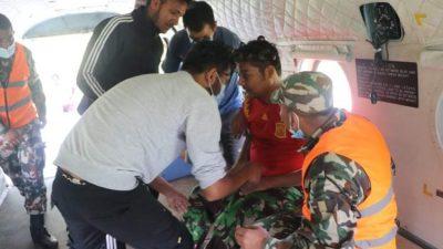 नेपाली सेनाकाे हेलिकप्टरद्वारा ग्याल्थुमका एक बिरामीकाे उद्वार